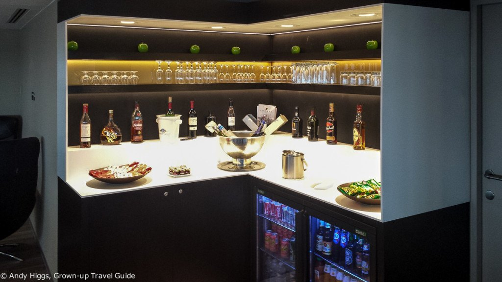 First Class Lounge CDG drinks and snacks