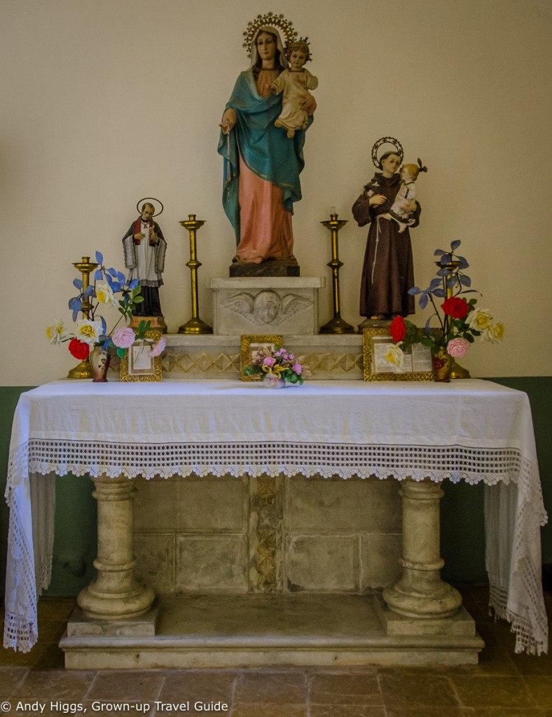 La Rectoria Church table right