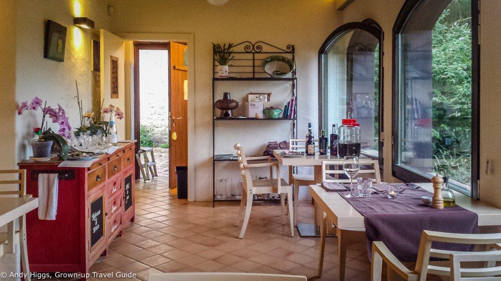 La Rectoria dining room