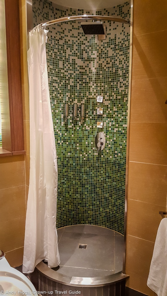 Lounge shower