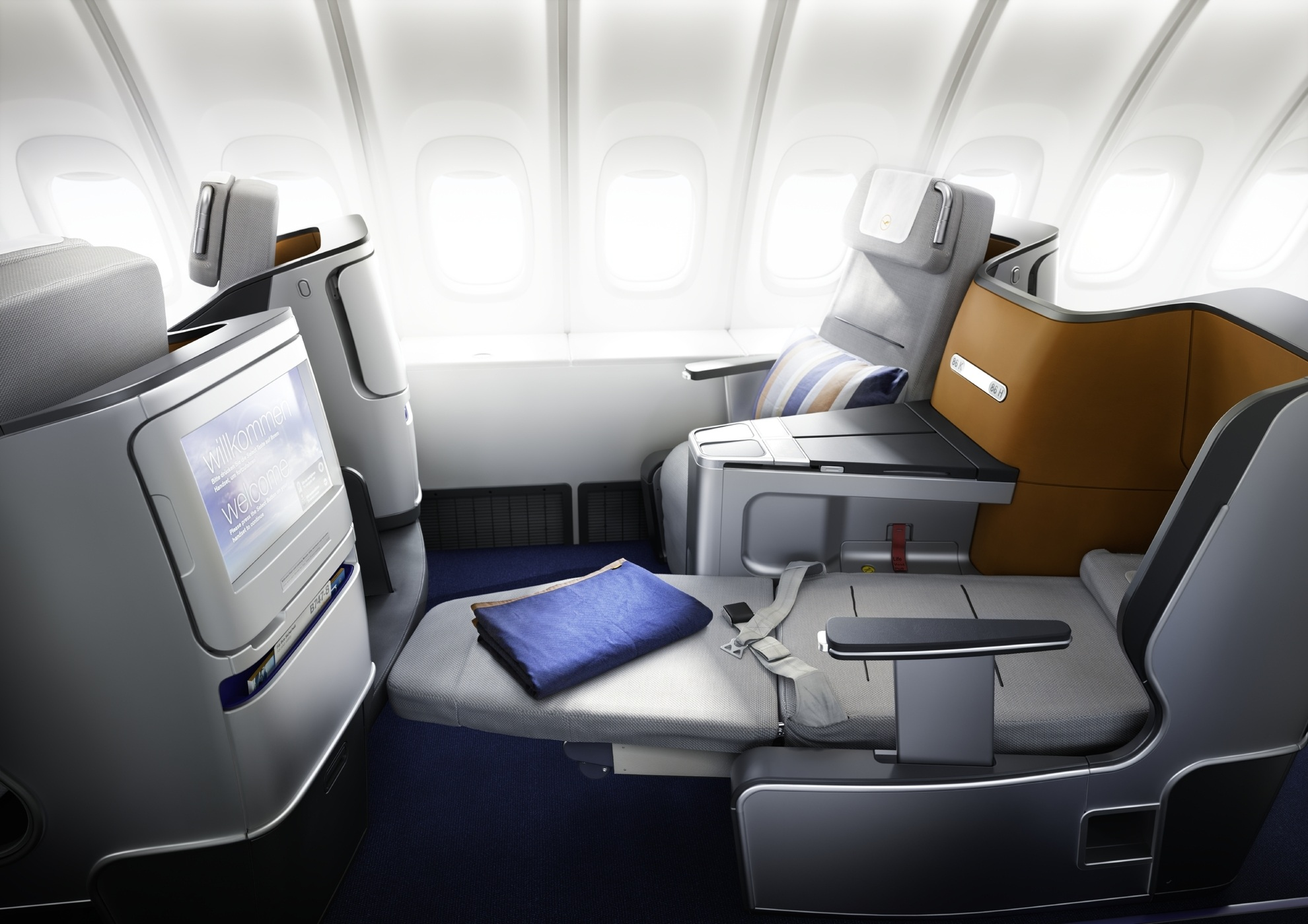 flight report lufthansa new business class frankfurt to miami grown up travel. Black Bedroom Furniture Sets. Home Design Ideas