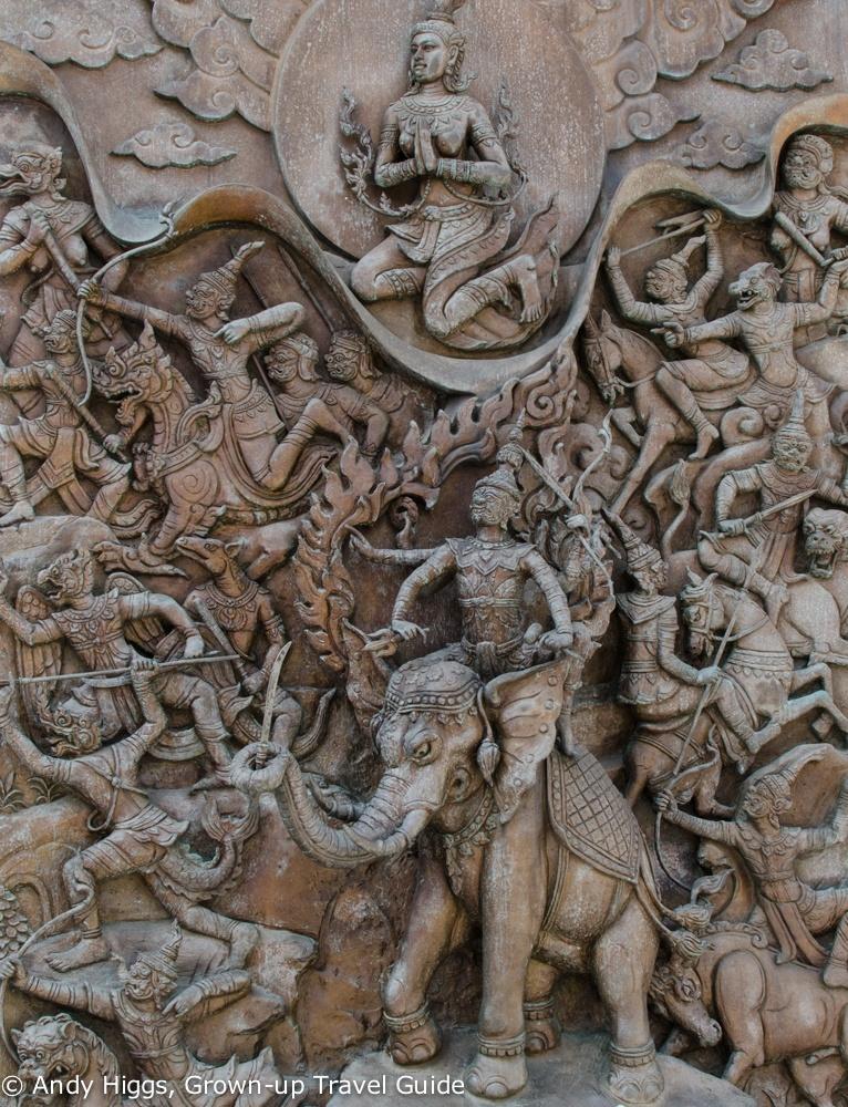 Wat Traimit bronze decoration