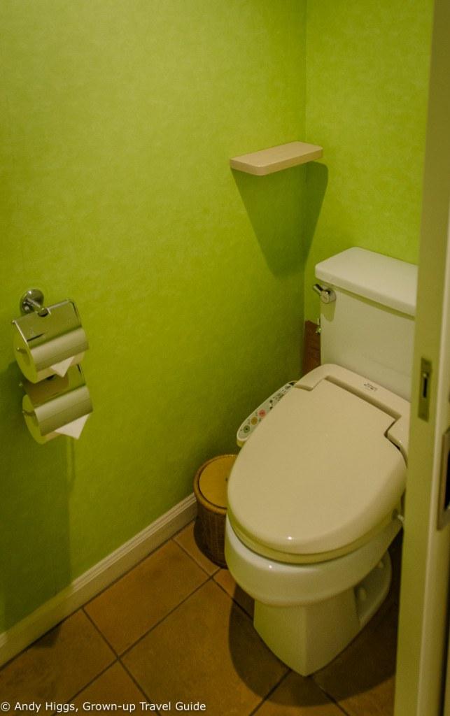 Avilia toilet